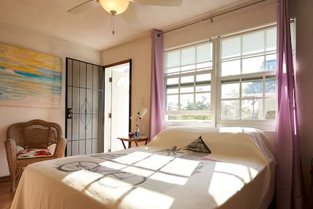 Great Cable beach location lovely studio & balcony