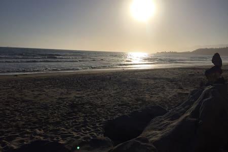 Cozy, Beach Getaway - Hus