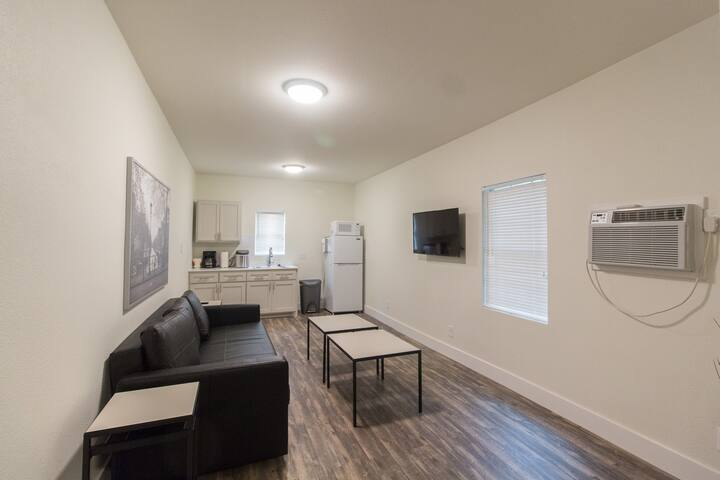 Unit C - Remodeled apartment- Bishop Arts District