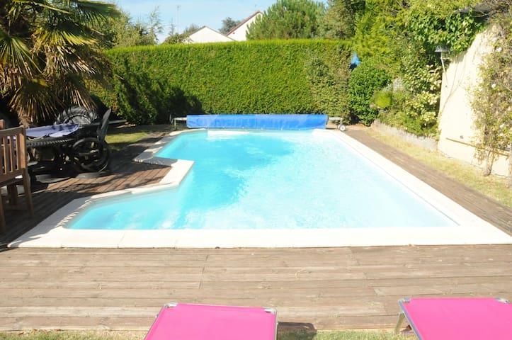 belle maison art déco avec piscine - Truyes - Huis