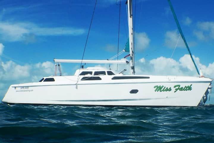 Sailing Catamaran - Xsite Belize Sailing