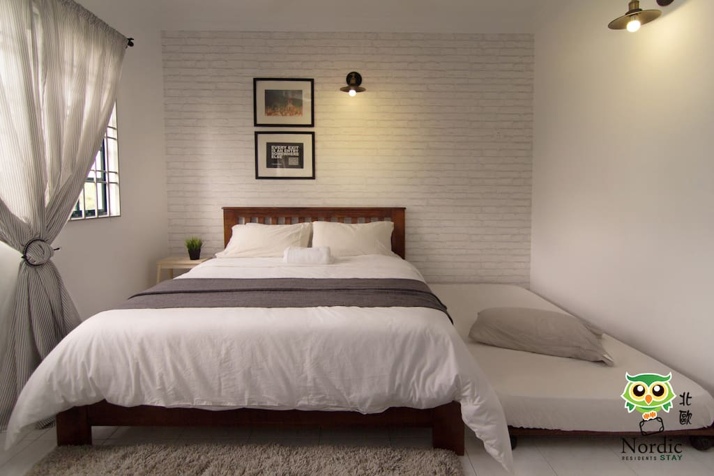Master bedroom, come with a queen bed size and a single pull out bed.