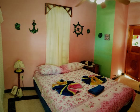 Casa El Ancla (Family Room: Art+Nature)