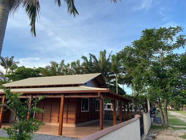 Casa na  Barra do sul 100 metros da Praia do Bispo