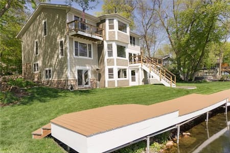 Enjoy Breathtaking Views ON Lake Minnetonka! - Mound