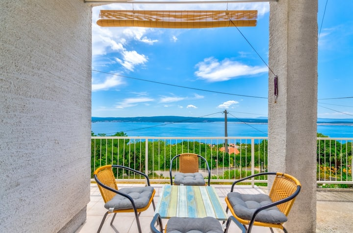 Apartment for 2-3 persons with stunning sea views