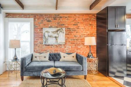 Elegant Downtown Belmont Apartment - Charlottesville