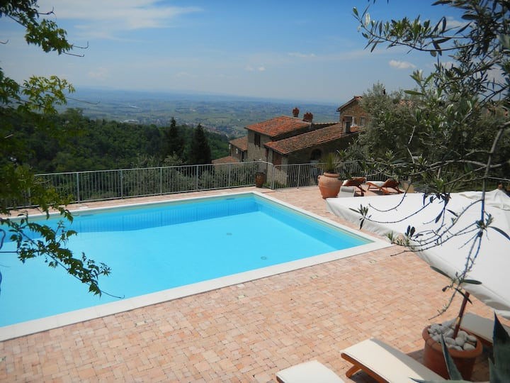 Double bedroom with view and Pool,Vinci