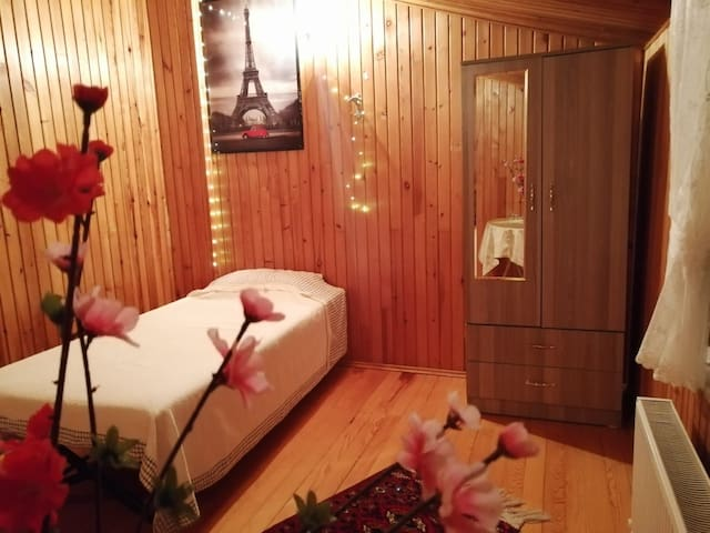 Cozy room, near to METROBUS and TUYAP(only female)