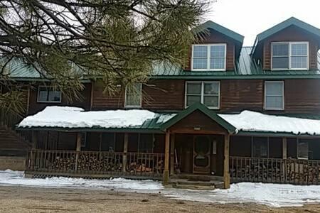 Twin Pines Lodge North room