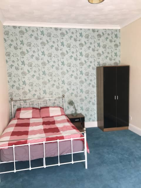 Great Yarmouth:  Clean home with double bed