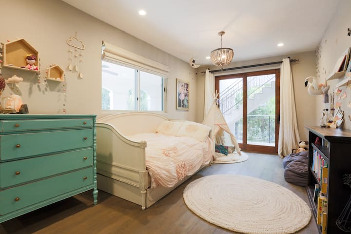 twin bedroom downstairs with a trundle bed