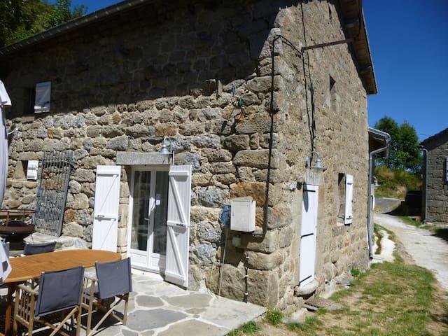 Le Monteil - Intres - Rumah