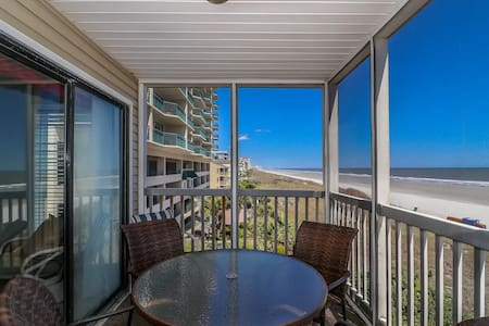 Oceanfront 3 BD/2.5 BA Magnificent Views/Pool/WiFi