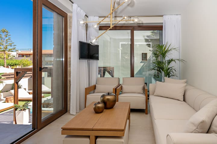 Living room with 32'' HDTV, pool view and direct access to the terrace.