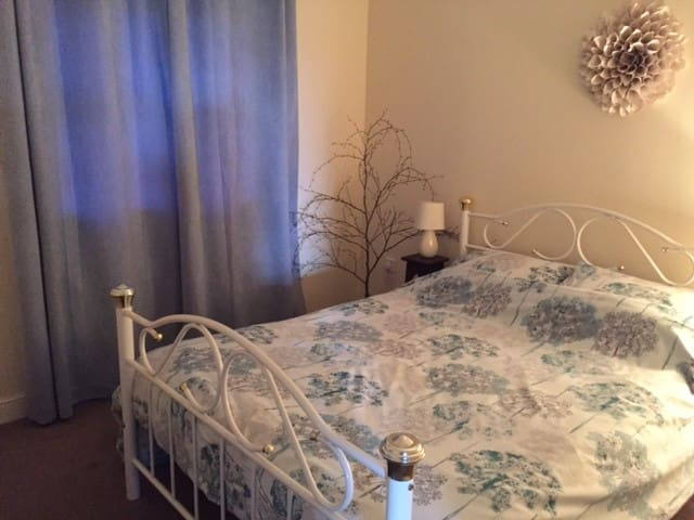 Double Bedroom + Private Bathroom - Wrexham - Flat
