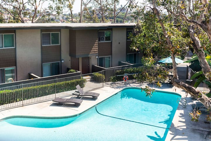 ✯Bright Stylish 2BR with Pool ✯ 5 mins to Beach✯