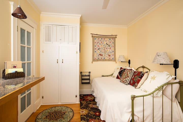 The Cottage Room Studio Apartment