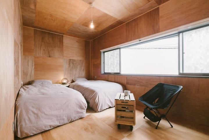 Twin bed room/洋室/個室/甲府駅から10分/wifi完備/バー付き/閑静なエリア