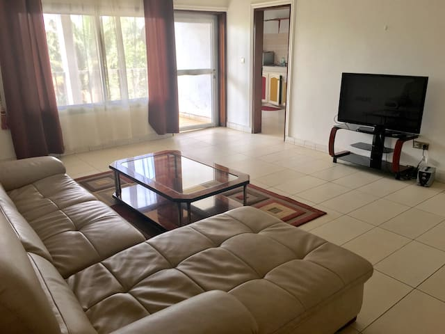 Modern three Bedrooms Flat In Yaounde - Yaounde - Lägenhet