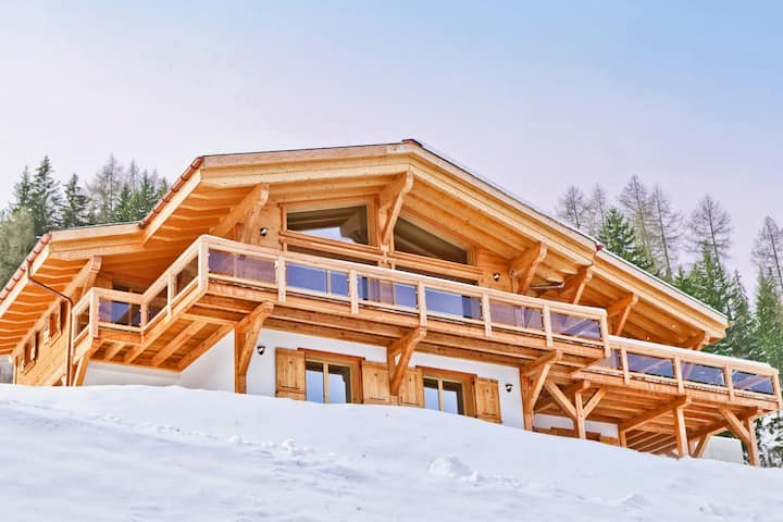 Grand Holiday Home with Sauna in Riddes