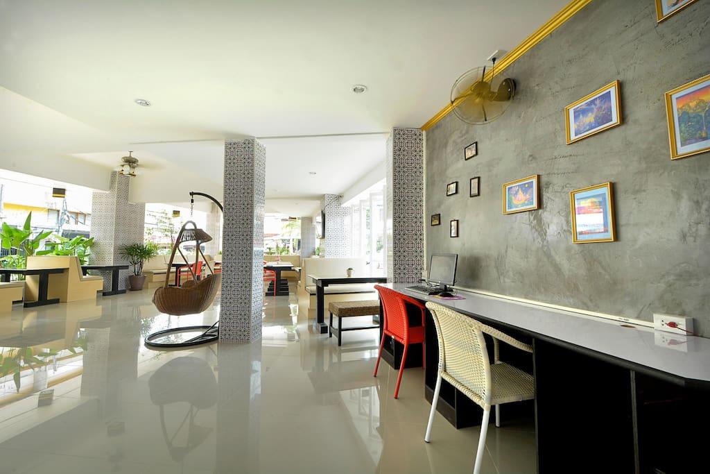 Ground floor lobby area :')