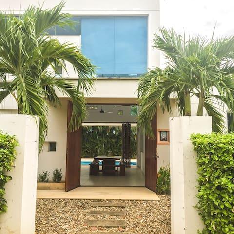 Moderna Casa Campestre con Piscina, Jacuzzi, BBQ - Ricaurte - House