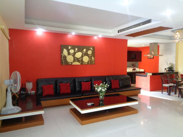 Large Open Plan Living Room Fully Air Conditioned