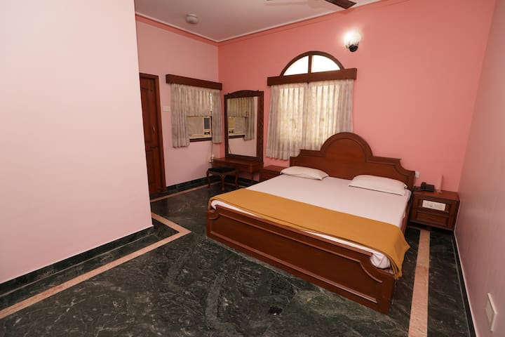 Classic Room near Pondy Bazar, T. Nagar