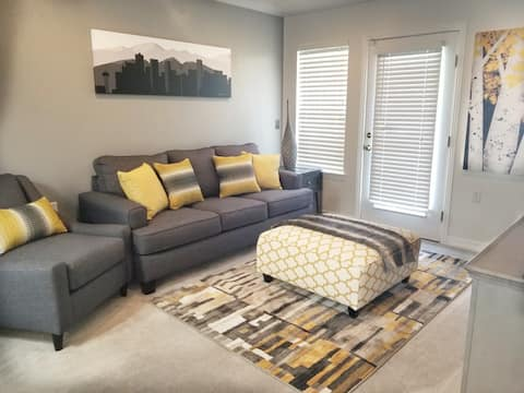 Stylish 2 Bdrm Condo mins from DIA month to month
