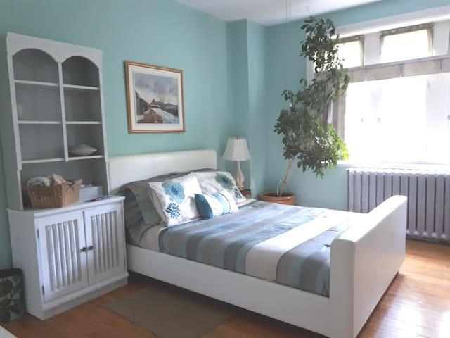 Québécoise  my roomy - Québécoise la plus large