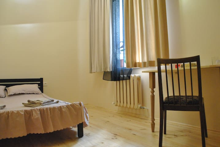 Room#3  with  bathroom and conditioning in center - Одеса - Bed & Breakfast
