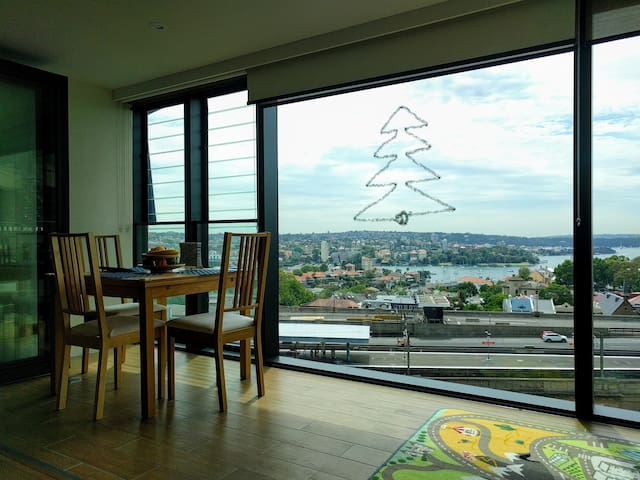 Private Room with Harbor Views @ Milsons Point - Milsons Point - Apartment