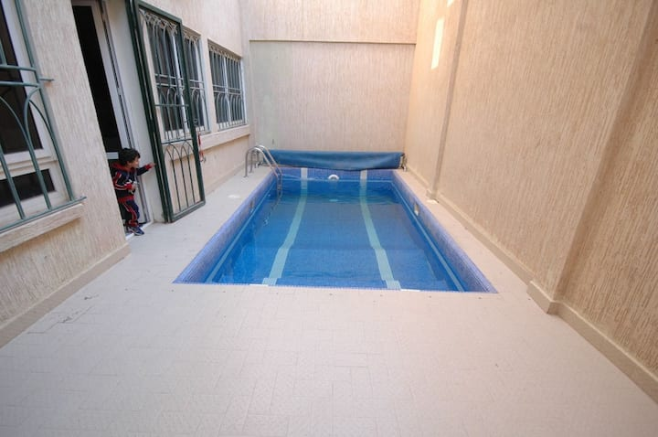 Villa 300 m2 sur deux niveaux avec piscine privée