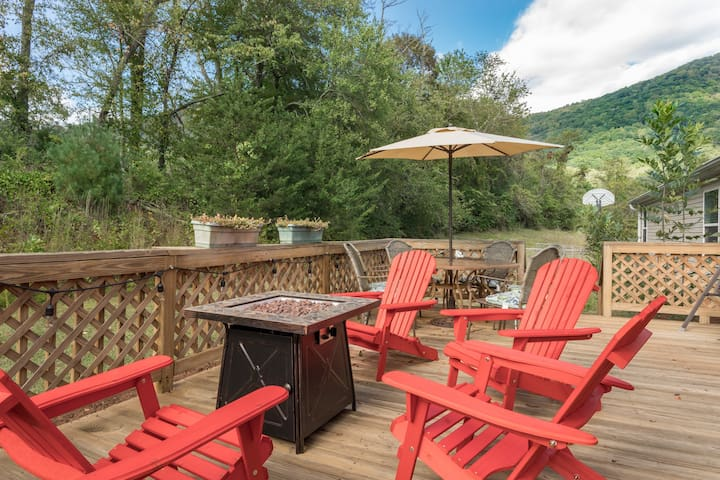 East Asheville Views, Fire Pit, Parkway,Large Home