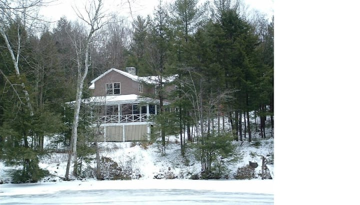 Comfortable cabin in wooded lot on pond in NH