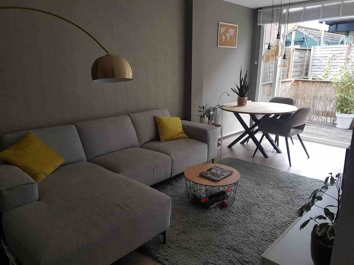Cosy appartment (AMSTERDAM 20 min AWAY)
