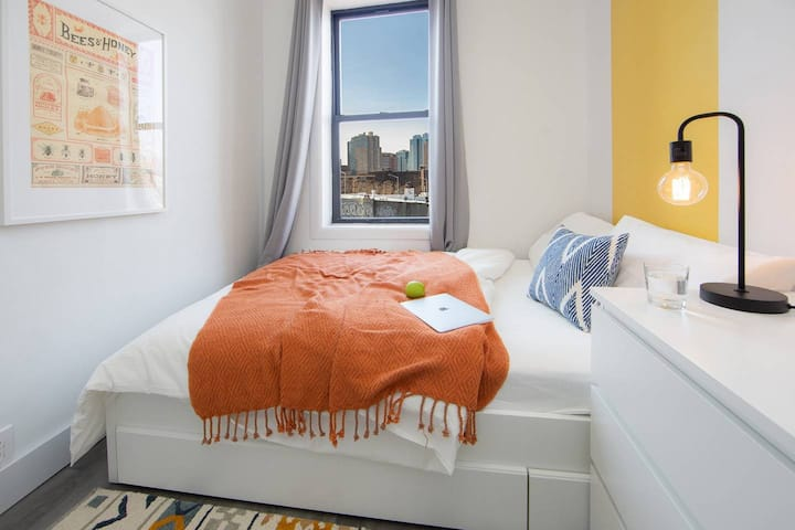 Vibrant Private BR in Fort Greene