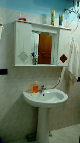 Box doccia e lavatrice da 7 kg nuova