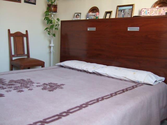 Segundo dormitorio. Second room.