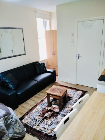 A studio Flat at Fincheley Road NW11 London