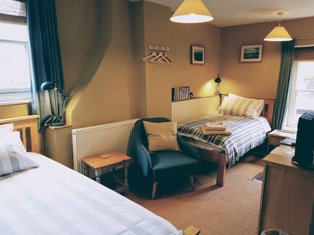 Bridge Cafe B&B twin room.