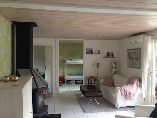 Mysig sommarstuga med gästhus nära vattnet - Nynäshamn S - Sommerhus/hytte