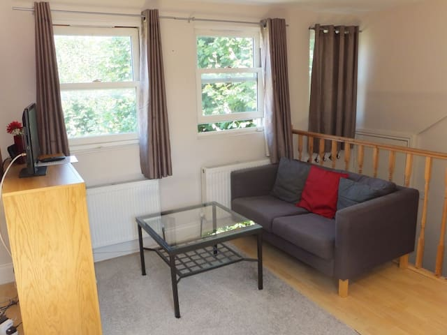 WEST LONDON self contained studio