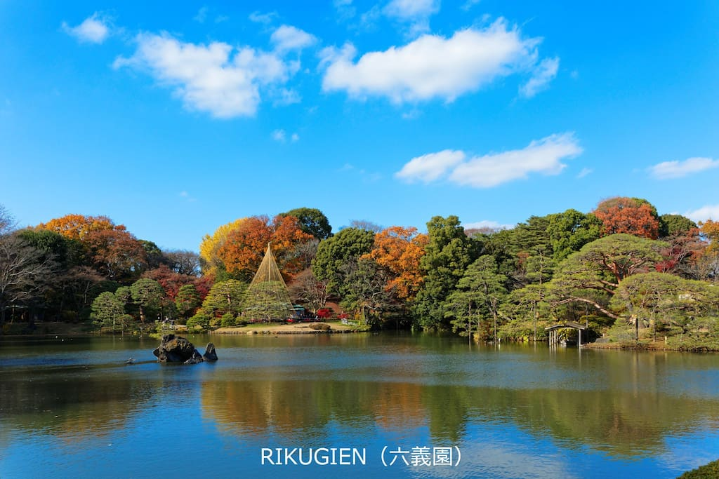 Rikugien Garden:Rikugien Garden is a Tokyo metropolitan park in Bunkyō-ku. The name Rikugi-en means Garden of the Six Principles of Poetry which comes from the idea of the six elements in waka poetry while en means garden or park.