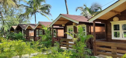 AMAZING WOODEN COTTAGES - POOL : 5MIN DRV BEACH