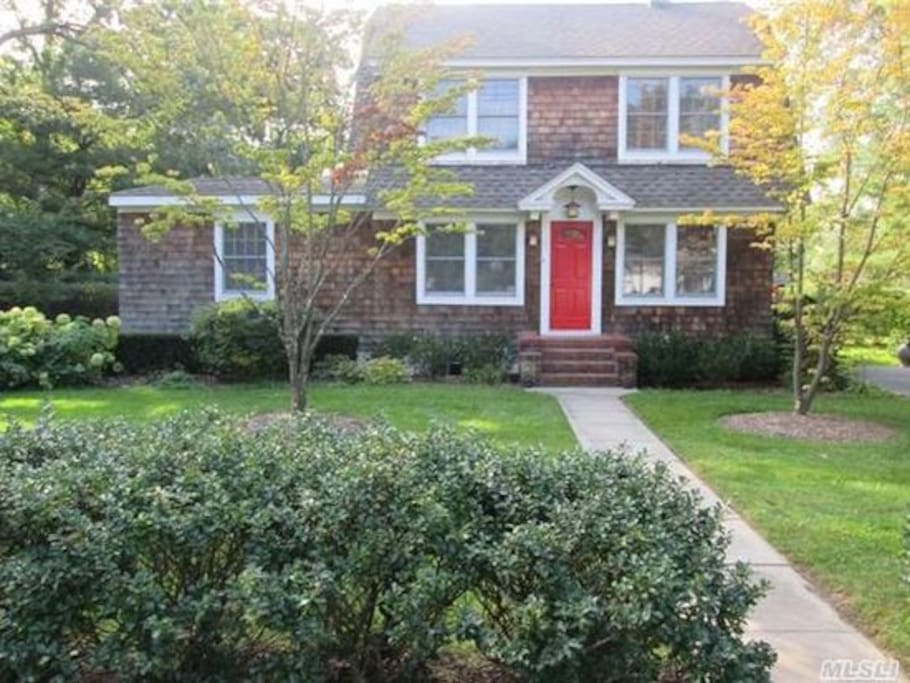 Delightful Bellport village beach home; pool + close walk to town