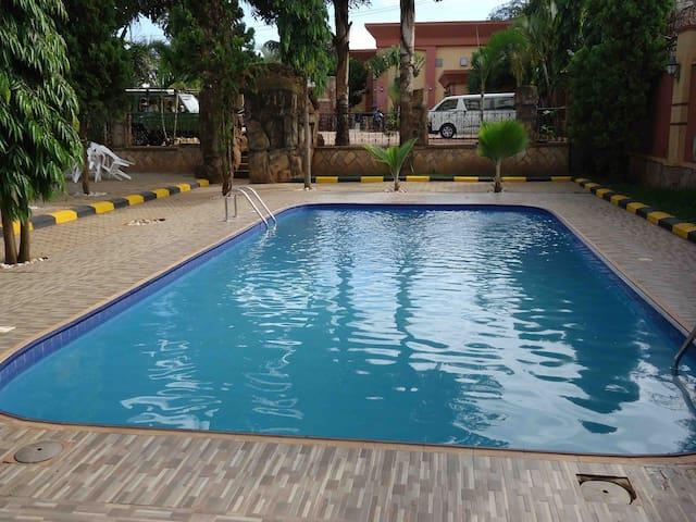 Chelsea Vacation Rentals - Makutano