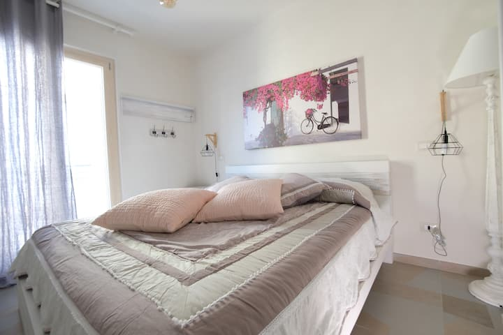 Nice bedroom with air conditioner and wifi