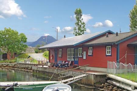 3 Bedrooms Home in Åkra - Åkra